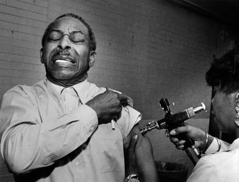 John Dunn, 73, isn't too happy about getting a flu shot from Shirley Simpson on Oct. 13, 1987, at the Park Manor Congregational Church. The Chicago Department of Health was giving free flu shots to seniors.