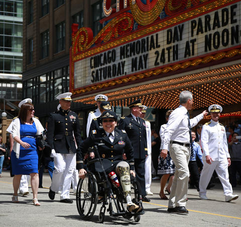 U.S. Rep. Tammy Duckworth, center, and Mayor Rahm Emanuel, right of Duckworth, lead off Chicago's Memorial Day Parade on State Street on May 24, 2014.