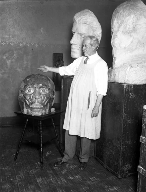 Sculptor Lorado Taft at Franklin Junior High School in 1929.