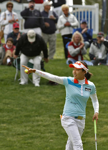 Ilhee Lee acknowledges the crowd after sinking a putt on the eighth hole during Saturday's third round of the LPGA Kingsmill Championship.