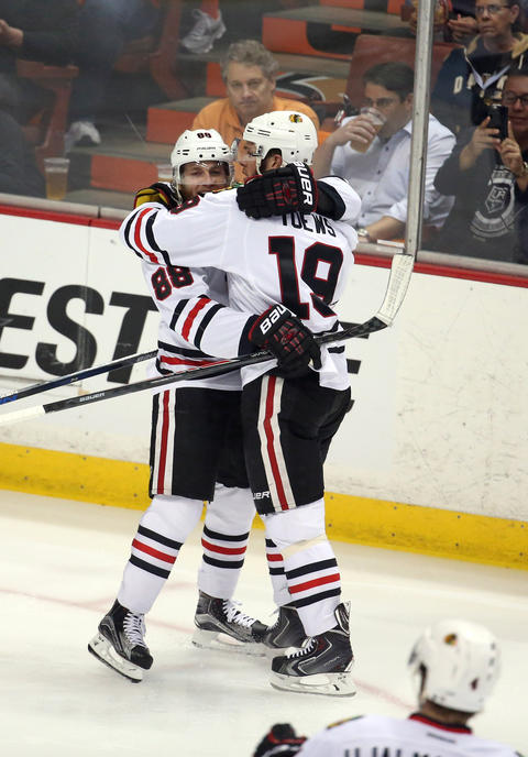Patrick Kane and Jonathan Toews celebrate Toews' first goal in the first period of Game 7 in the Western Conference Final against the Ducks.