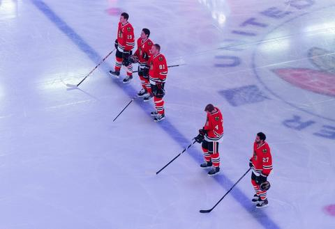 Chicago Blackhawks Toews, Sharp, Hossa, Hjalmarsson and Oduya line up on the blue line for the national anthem