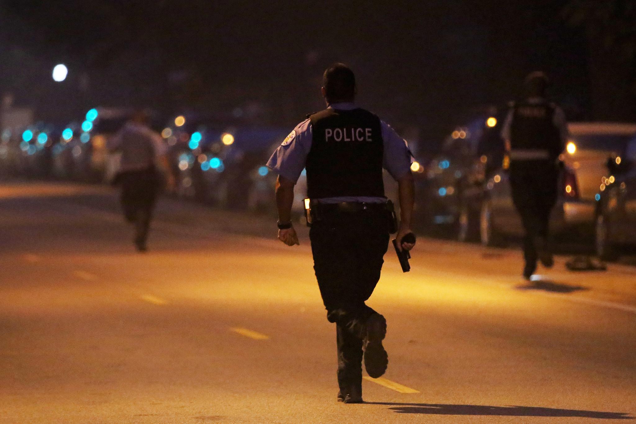 К чему снится убегать от полиции во сне по соннику?