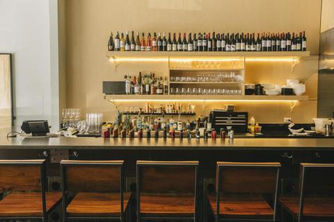Chicago wine bars chicago tribune for Ampersand chicago