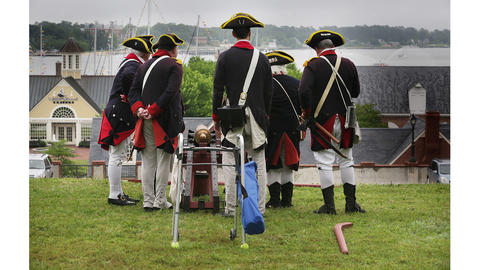 The 1st and 7th Virginia Regiments came to Yorktown to fire cannon salutes to the L'Hermione upon her arrival in Yorktown. The colonial clad group use the benefit of the bluff to get a nice view of the ship.