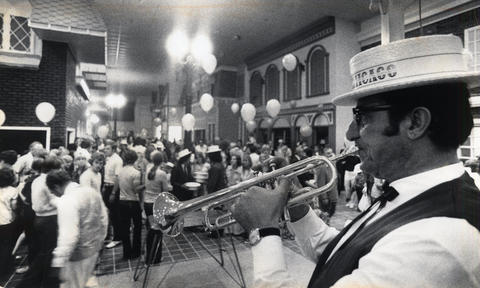 1975: Dixieland bands are part of the free entertainment in shop-lined New Orleans square at Old Chicago.