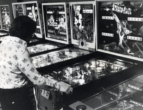 1976: The Old Chicago Towne Arcade has more than 100 coin-operated pinball machines.