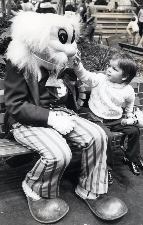 "1978: Carlie Baffle, ""mayor"" of Old Chicago, greets four-year-old Matthew Adelman."