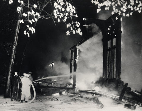 1949: Fire destroyed the original wooden pavilion 46 days before the opening of the season. However, the Ravinia Festival opened on schedule under a 33-ton canvas cover that had once been used to shelter B-29 airplanes. After the season, construction began on a new pavilion that doubled audience capacity.