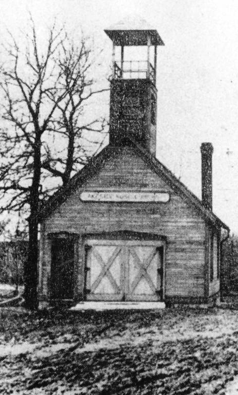 The Hubbard Woods (Lakeside) Fire Department at the southwest corner of Green Bay Road and Scott Avenue in 1900.