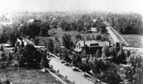 The Henry D. Lloyd home on Sheridan Road, as seen from the water tower, in 1905.
