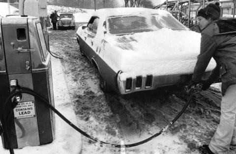 A driver fills up at the Indian Hill Texico gas station, located on Green Bay Road in Winnetka, in 1974.