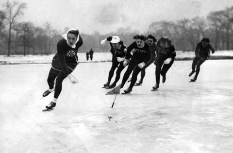 Marion Laise is the front runner, followed by five rivals during her winning journey in the senior women's 220 yard event on Jan. 13, 1945, in the Pierce playground Derby in Humboldt Park.