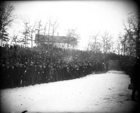 """A general view of the spectators at the bottom of the hill at the Norge Ski Clubs' national ski tournament in Fox River Grove, Ill., on Jan. 22, 1922. The Chicago Tribune reported that it was """"ideal weather and plenty of snow"""" for the hugely popular event. Norge Ski Club member Ragnar Omtvedt, of Chicago, was the winner of the amateur title in 1922."""