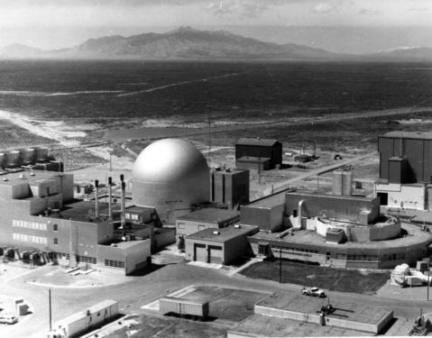 May 1986: Argonne National Laboratory's Experimental Breeder Reactor-II (EBR-II) in southwestern Idaho. The reactor is located under the silver dome in the center. The power plant is to the left and the former fuel reprocessing facility at the right.
