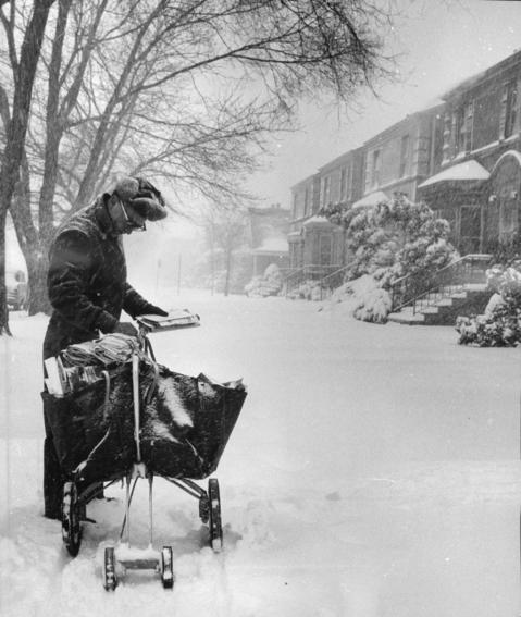 Mailman Larry Bishop delivers mail in a blizzard on 83rd Street just west of Hermitage Avenue on Jan. 26, 1967.