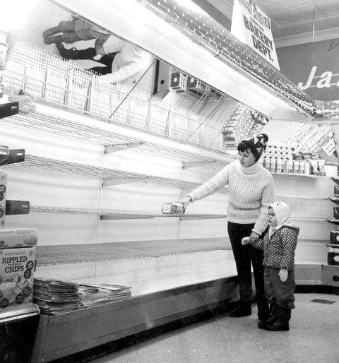 Frances Houlihan and her daughter Maureen are fortunate enough to buy the last loaf of bread at the A&P store at 79th Street and Pulaski Road. People rushed out to buy food on Jan 27, 1967.