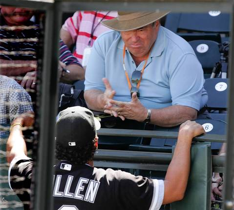Baseball scout Jerry Krause chats with Ozzie Guillen during a Sox-Rangers spring training game in Arizona on March 13, 2007.
