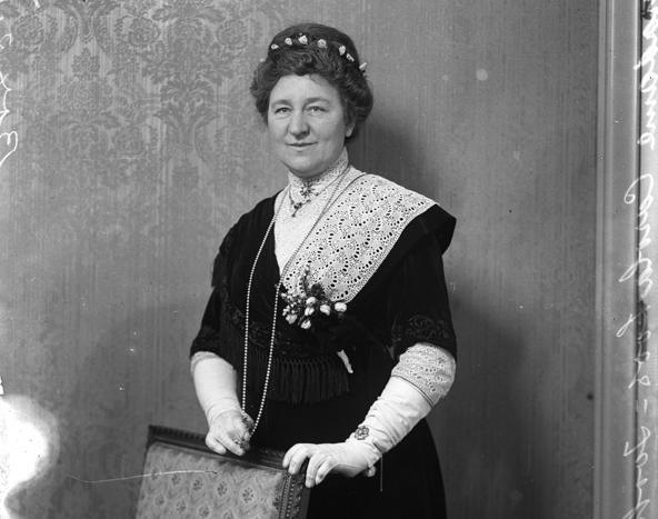 Carola Loos-Zooker, suffragette. Undated photo.