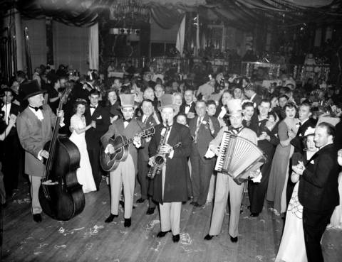 Crowds dance and musicians play at the Edgewater Beach Hotel in1944. The hotel was known for hosting famous big bands such as the bands of Benny Goodman, Tommy Dorsey, Artie Shaw, Xavier Cugat, Glenn Miller, and Wayne King.