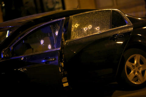A shot-up Malibu sits in the middle of Montrose and Paulina Streets after Kezon A. Lamb, 19, was killed as he drove through the Uptown neighborhood. * A shot-out Malibu sits in the middle of Montrose and Paulina Streets after Kezon A. Lamb, 19, was killed as he drove through the Uptown neighborhood on July 6. Read the story