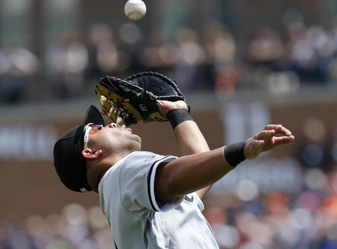 Jose Abreu catches a foul ball hit by the Tigers' Victor Martinez for an out during the fifth inning on June 5, 2016, in Detroit.