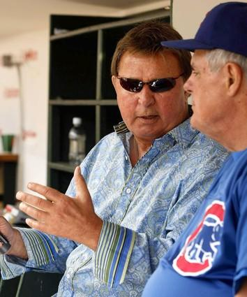 Ron Santo chats with Cubs manager Lou Piniella.