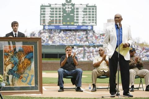 Cubs legends Ron Santo, Billy Williams and Ernie Banks applaud as Ferguson Jenkins speaks during a ceremony retiring his and Greg Maddux's No. 31.