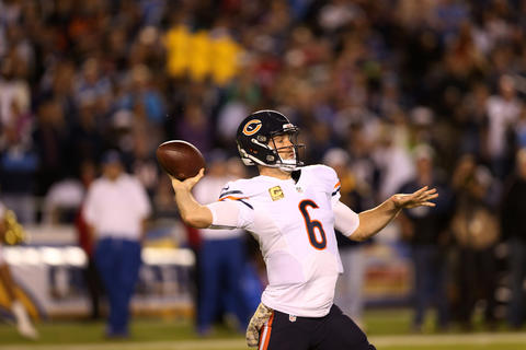 Bears quarterback Jay Cutler throws a long pass in the second quarter against the Chargers.