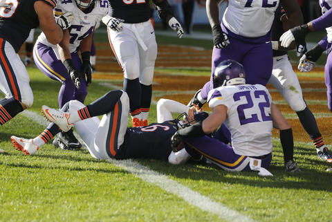 Jay Cutler reacts after diving into the end zone for a touchdown against the Vikings in the second half.
