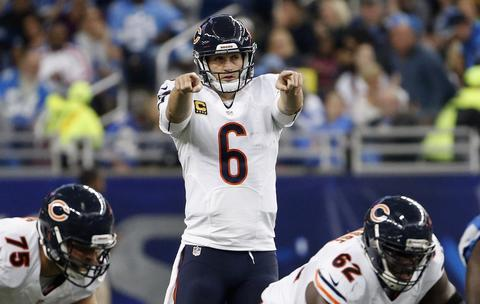 Jay Cutler points out the defense to his offense against the Lions.