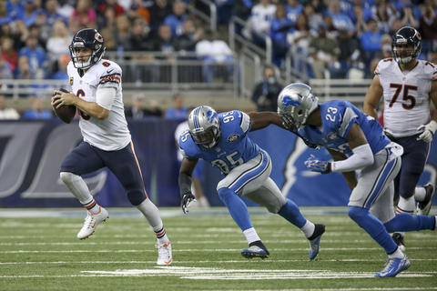 Jay Cutler runs in a first down during the second half against the Lions at Ford Field.