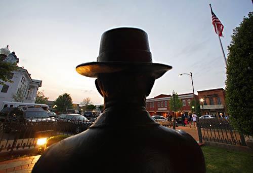 Faulkner statue