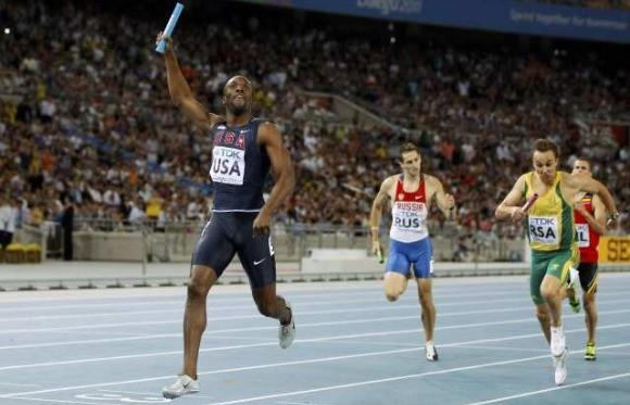 LaShawn Merritt celebrating after anchoring U.S. relay to gold at the 2011 world championships (Phil Noble / Reuters)