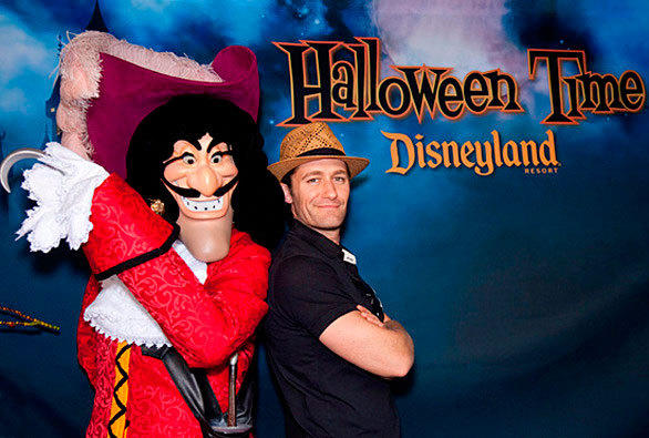 """Glee"" star Matthew Morrison strikes a pose with Captain Hook during Halloween Time at Disneyland."