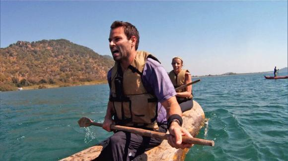 Jeremy and Sandy paddle on Lake Malawi at Detour A.