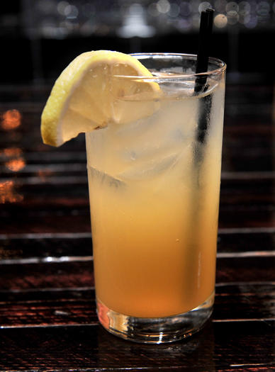 Bond Steet Bourbon: Jim Beam, lemon infused simple syrup, mint, lemons and water.