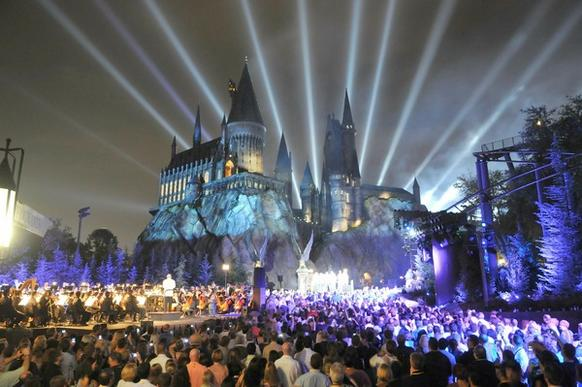 "The Wizarding World of Harry Potter kicked off its grand opening celebration with help from ""Harry Potter"" film stars Tom Felton, Michael Gambon, Bonnie Wright, Oliver Phelps, Daniel Radcliffe, Matthew Lewis, Warwick Davis, Rupert Grint and James Phelp"