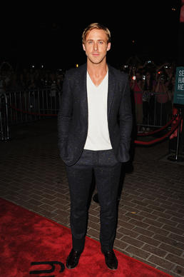 Ryan Gosling wears a dark blue Donegal wool tweed suit by Burberry Prorsum.