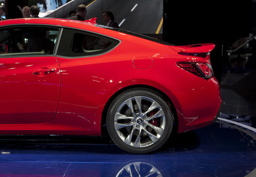 The 2013 Hyundai Genesis coupe's is more substantial than most automotive facelifts. The result is a fresh look for Hyundai's rear-wheel-drive sports car that works well with the rest of the design, which is largely unchanged.