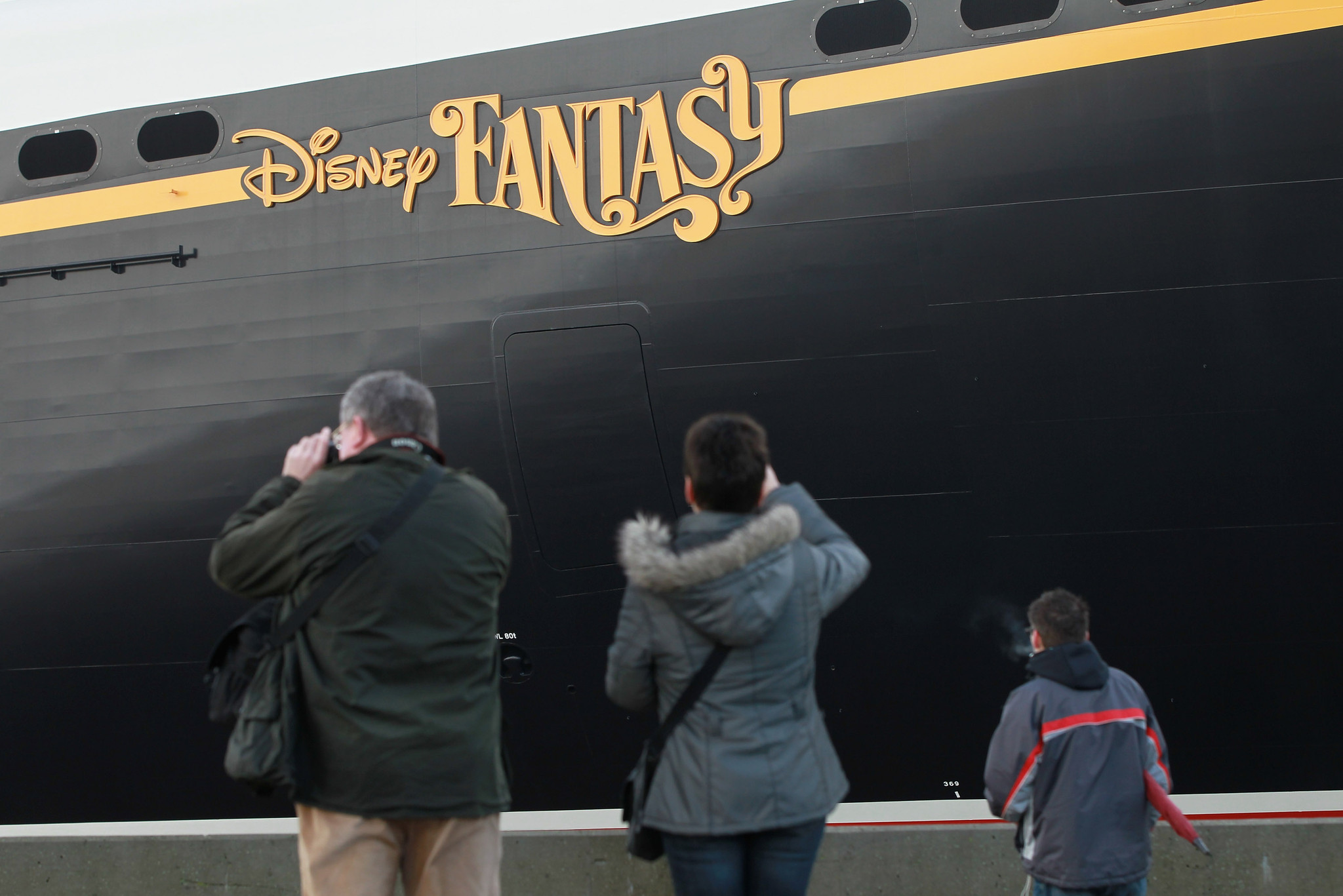 Florida Cruise Guide: Disney Fantasy pictures - Disney Fantasy leaves shipyard