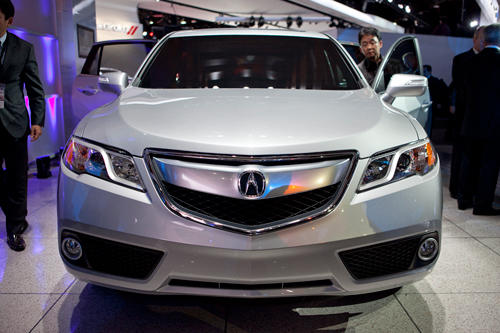 "The 2013 Acura RDX was called a prototype at the <a class=""taxInlineTagLink"" id=""EVBAE00007"" title=""North American International Auto Show"" href=""/topic/services-shopping/vehicles/auto-shows/north-american-international-auto-show-EVBAE00007.topic"">North American International Auto Show</a>, but in Honda parlance that means it's essentially done. (Most of its concepts are almost done.) It should hit dealerships in spring."