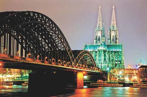 Cologne's cathedral and Hohenzollern bridge