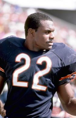 Dave Duerson keeps his eyes on the play action even though he is standing near the bench area in a game against the Tampa Bay Buccaneers at Tampa Stadium on October 6, 1985. The Bears won 27-19.