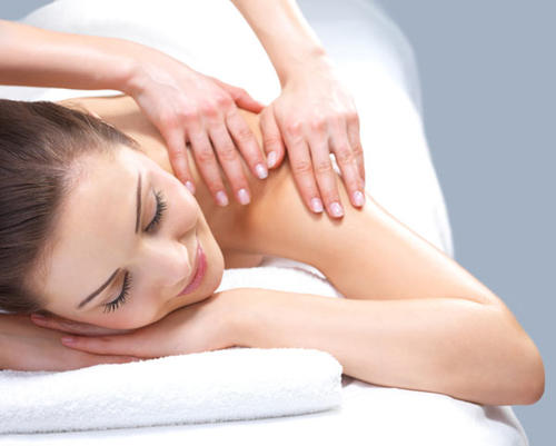 Help your friend de-stress and re-tool for the holiday season. Acupuncture, deep-tissue massage and skin cleanses are all great ways to help rid the body of damaging toxins.