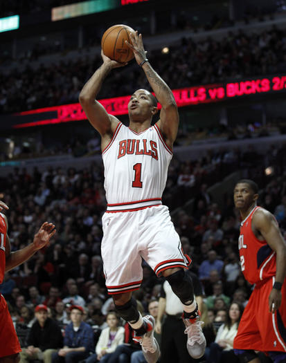 Derrick Rose shoots against Atlanta Monday. (Nuccio DiNuzzo/Tribune photo)