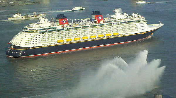 Florida Cruise Guide: Disney Fantasy pictures - Disney Fantasy arrives in New York City