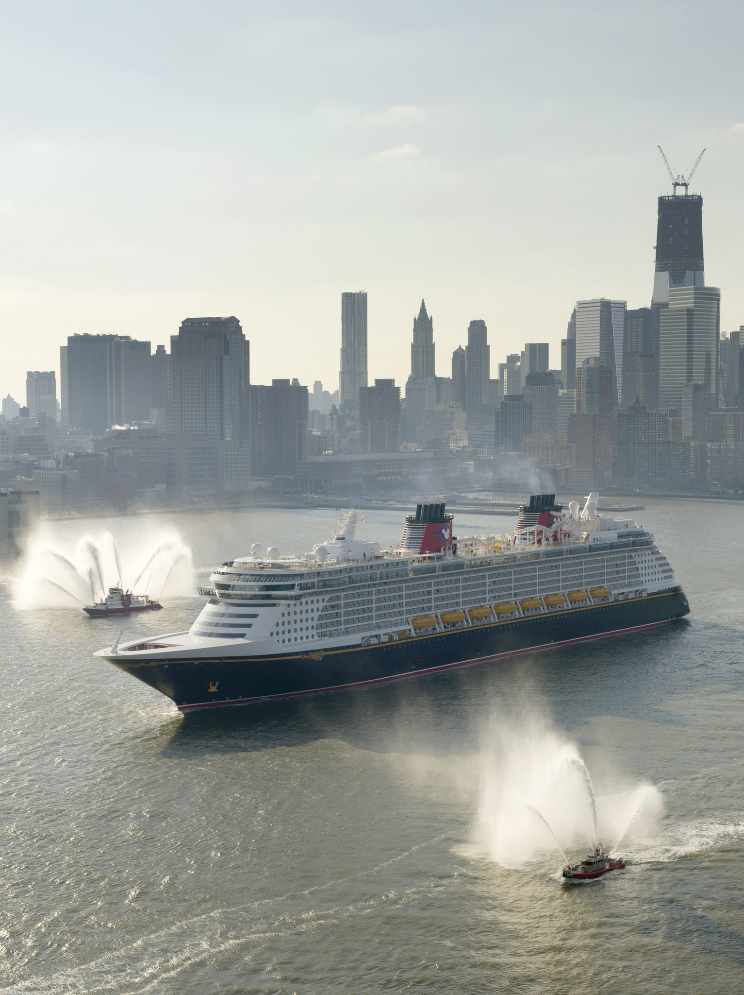 Florida Cruise Guide: Disney Fantasy pictures - Disney Fantasy arrives in New York