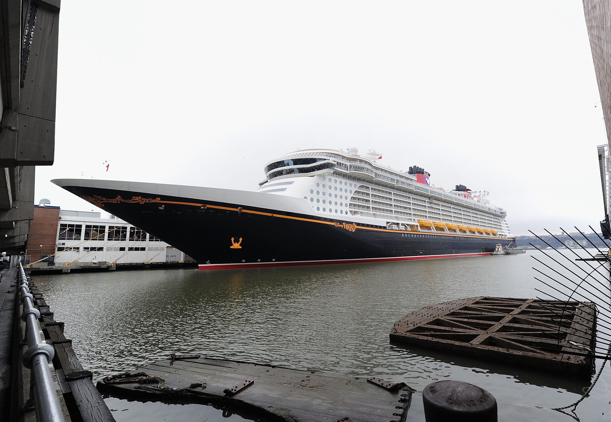 Florida Cruise Guide: Disney Fantasy pictures - Disney Fantasy in New York City
