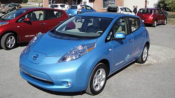 The Leaf's styling recalls the more dedicated hybrids of today, mainly because its goal is the same: wind-cheating aerodynamics. The 'Zero Emission' decals aren't mandatory.